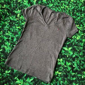 🜃 Tommy Hilfiger tee | V-neck | Small | gray